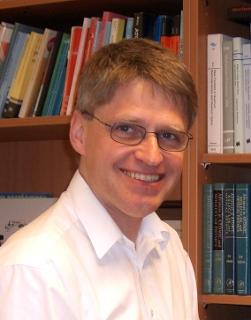 Dr. <b>Thomas Walther</b>, geboren in Hannover, hat in München sein Abitur gemacht <b>...</b> - walther_03
